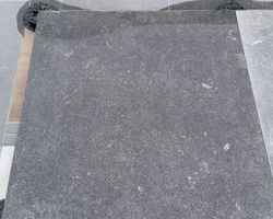 Carrelage imitation pierre bleue bouchardée 100x100
